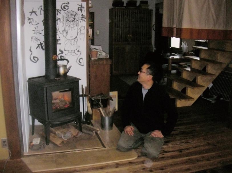 階段の昇降口にカーテンを取り   付けてより快適な暖房空間に