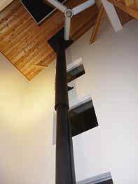 ストーブから伸びる煙突