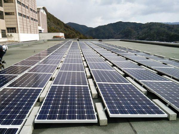 東北部クリーンセンター管理棟の太陽光パネル