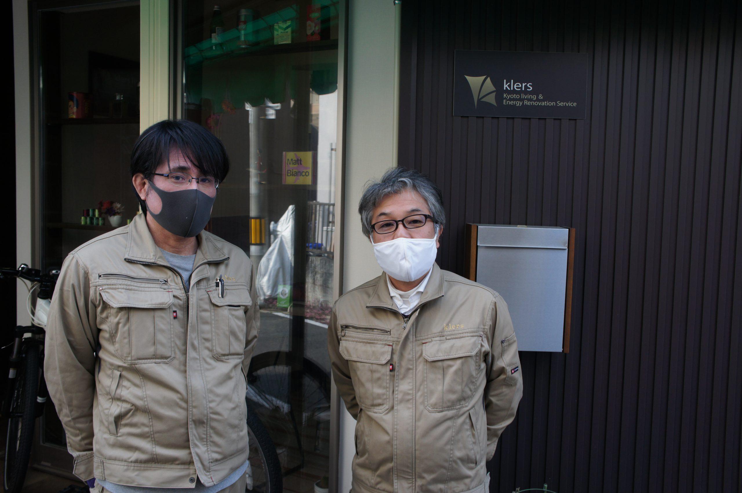 スタッフの方との写真。右側が横井さん